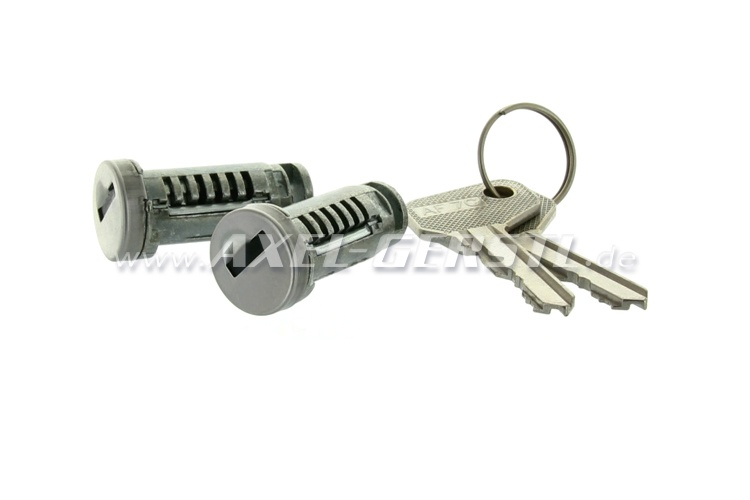 Pair of closing cylinders with key for door lock/handle