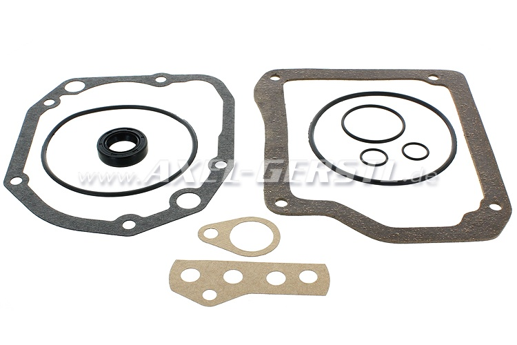 Set of transmission gaskets with radial shaft seal