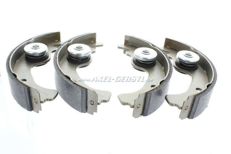 Set of brake shoes with eccentric