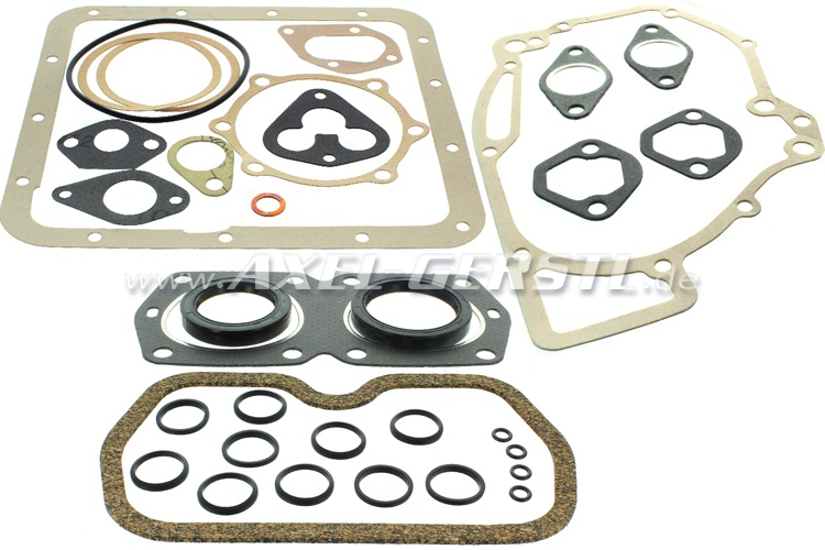 Set of engine gaskets and seals with radial shaft seal rings